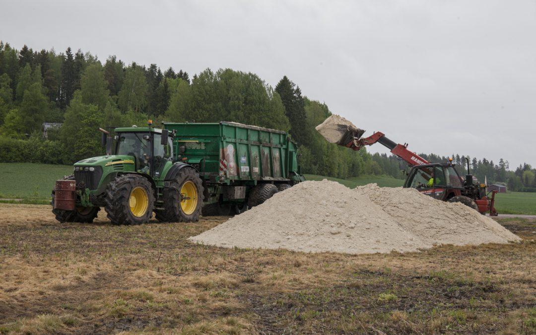 Strukturkalk förbättrar lerjordens struktur och minskar belastningen av vattendrag – välkommen på åkerförevisning till Vichtis 3.9.!